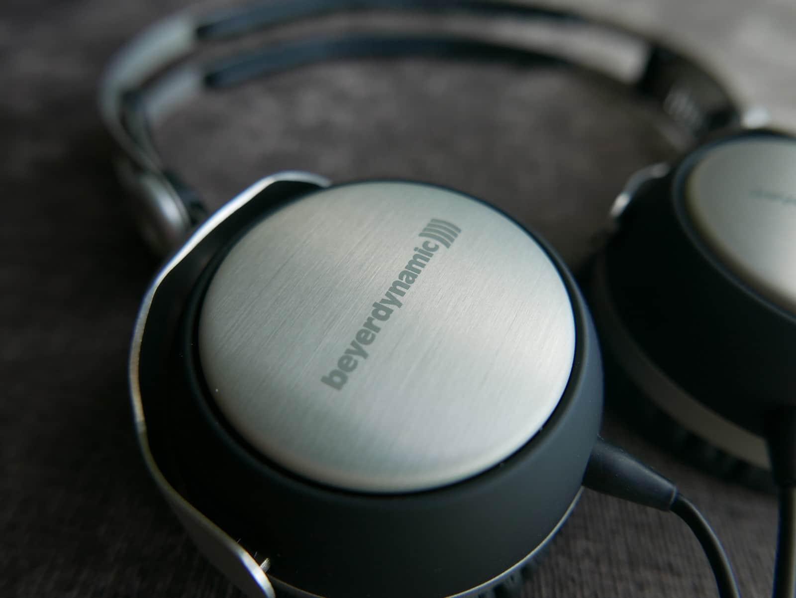 Top 7 Most Comfortable On-ear Headphones in 2020 4